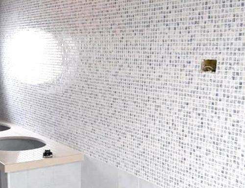 Rivestimenti interno doccia in piastrelle a mosaico a Caserta