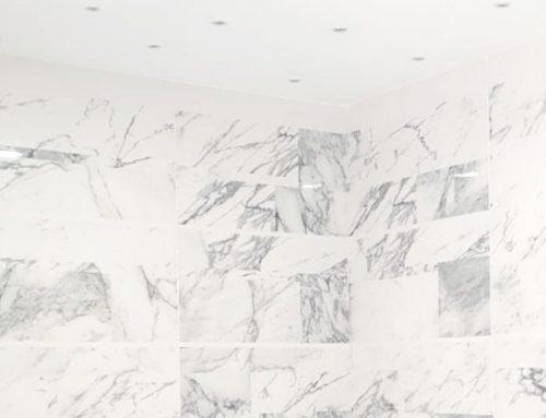 Rivestimento bagno in gres porcellanato effetto marmo